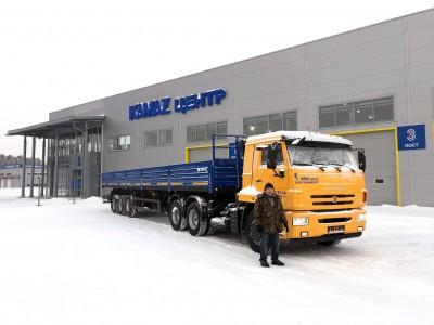 Отгружен седельный тягач КАМАЗ 65116 и бортовой полуприцеп Нефаз
